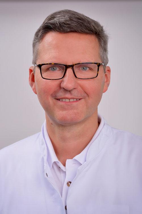 Dr. Matthias Riedel